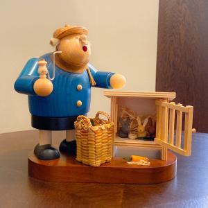 ドイツ木工芸品 煙出し人形 ウサギの飼育係 うさぎ|motomachi-takenaka