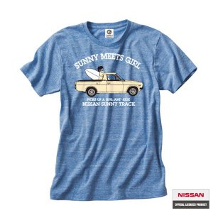 プリントロゴT 日産カスタムアパレルプロジェクト 半袖Tシャツ SUNNY MEETS GIRL オーセンティックブルー(メンズ tシャツ 半袖)(まとめ買いで送料無料) motormagazine