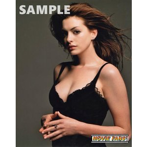 ブロマイド写真(外国製)アン・ハサウェイ/黒い下着でセクシーに見つめる
