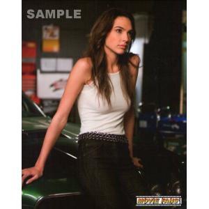 ブロマイド写真(外国製) ガル・ガドット/『ワイルド・スピードMAX』/車に座るジゼル