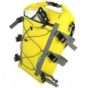 カヤックの本体に取り付けて使う防水カヤックバッグ。 カヤックの航行中での不意の水ぬれからあなたの大切...