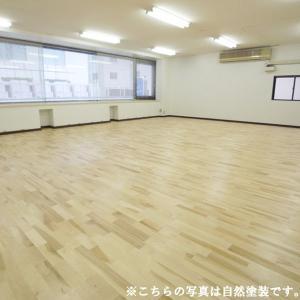 V溝無し(糸面無し)タイプは施工後サンディングをして表面を平らにすると、より滑らかな床に仕上げること...
