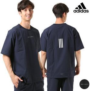 【adidas】アディダスのメンズ半袖Tシャツ。 運動後のリラックスタイムに着たい、 ゆったり仕上げ...