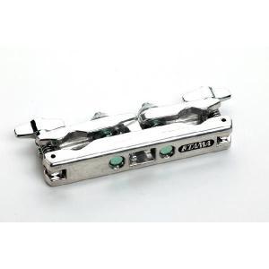 両側にFastClampを導入した、15.9mm〜28.6mm径対応のマルチクランプ。