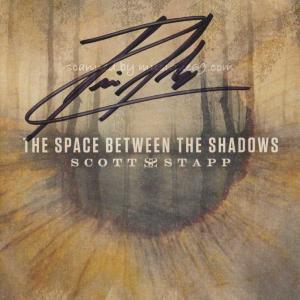 クリード Creed (Scott Stapp) - The Space Between the Shadows: Exclusive Autographed Edition (CD)|musique69