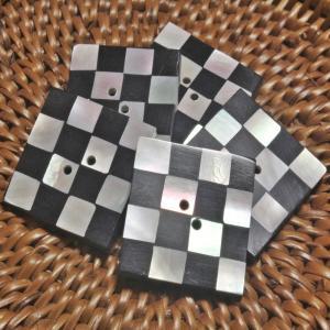 貝ボタン バリ島雑貨 正方形樹脂型市松模様/2穴/φ29mm/t2.5mm 1個入|mutasan