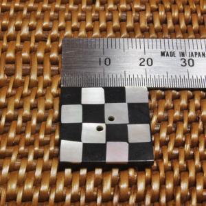 貝ボタン バリ島雑貨 正方形樹脂型波模様/2穴/φ29mm/t2.5mm 1個入|mutasan|02