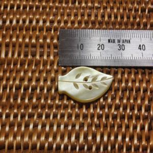 貝ボタン バリ島雑貨 葉っぱ型/2穴/φ26mm/t1.5mm 1個入|mutasan|02