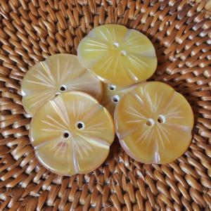 ★クリックポスト送料無料★ 貝ボタン バリ島雑貨 花型/2穴/φ22mm/t2mm 1個入 |mutasan