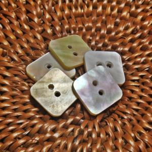 ★クリックポスト送料無料★ 貝ボタン バリ島雑貨 正方形型/2穴/φ15mm/t1.5mm 1個入 |mutasan
