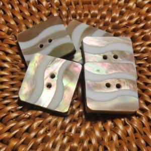 ★クリックポスト送料無料★ 貝ボタン バリ島雑貨 正方形樹脂型波模様/2穴/φ20mm/t2.5mm 1個入 |mutasan