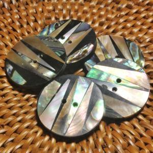 ★クリックポスト送料無料★ 貝ボタン バリ島雑貨 丸型縞模様/2穴/φ20mm/t2mm 1個入 |mutasan
