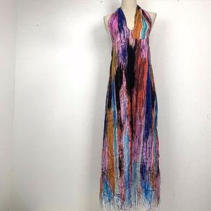 ピンクに青にオレンジに紫に・・・ととてもカラフルなドレス。 レーヨン58%シルク42%のさらりとした...