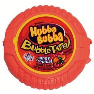 約1.8mのもなる子供に人気のテープ状のガムです。 これぞ海外のお菓子という甘い匂いと味も人気 プラ...