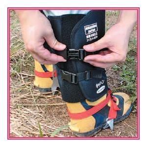 斜面作業足具『スベランチャ 脚絆タイプ』 従来製品よりも軽くなって、山菜取り、草刈り作業、測量作業も安全快適に。|nadeshico
