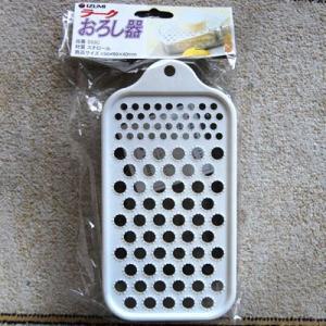 使いやすいベストセラー商品。アルミなので軽くて丈夫。簡単に大根おろしが作れます。便利な受け皿付き。下...