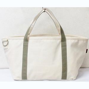 ネイルトレイがそのまま入るトートバッグタイプのネイルバッグ。 薄手のキャンバス生地で軽量。 クッショ...
