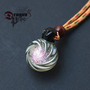 DragonPipe×Nakota (ドラゴンパイプ×ナコタ) Dichroic Marble ガラス ネックレスス キラキラ輝く、うずまきアクセサリー|nakota