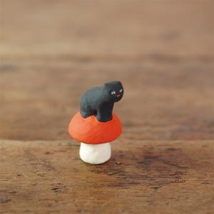 倉敷意匠計画室 下川原焼のにしおゆき人形「長靴をはく前の猫」|nandk-shop