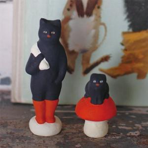 倉敷意匠計画室 下川原焼のにしおゆき人形「長靴をはいた猫」「長靴をはく前の猫」2点セット|nandk-shop