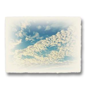おしゃれな和紙のインテリアアートパネル「青空に輝くうろこ雲」(18x24cm)|natum