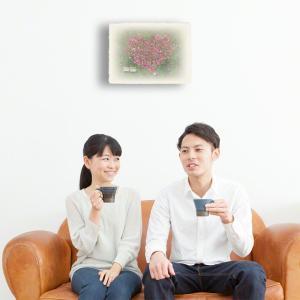 おしゃれな和紙のインテリアアートパネル「ハートのコスモスの花畑と白い椅子」(18x24cm)|natum|03