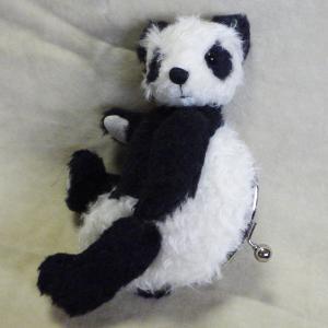 パンダのがま口 体長約21センチ 口金サイズ約10センチ 生地はカーリーモヘアとアルパカとウルトラスエード 1体 needlemama