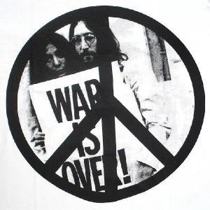 フォトTシャツ 「WAR IS OVER(戦争は終わりだ)」 ジョンとヨーコ 平和Tシャツ|neigh
