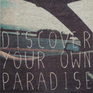 グラフィックTシャツ 「DISCOVER YOUR OWN PARADISE(自分にとっての楽園を探そう)」 おしゃれなガールズデザインTシャツ|neigh