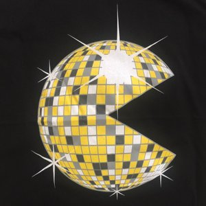 人気のパロディーTシャツ パックマンがクラブで大活躍!?ミラーボールになっちゃったパックマンは意外とイケてる!「パックマンボール」|neigh