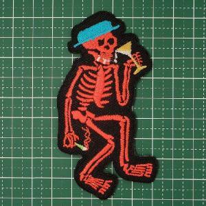 お子様の入学バッグに!スケルトンがアルコールにタバコ!愛嬌あふれるかわいい骸骨!「Drunk Skelton(泥酔骨くん)」 定型郵便送料無料|neigh