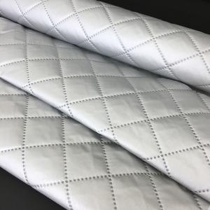 3層キルティング構造の保温・保冷シート巾120cm。1m〜カット可能です。   ●圧着キルティングを...