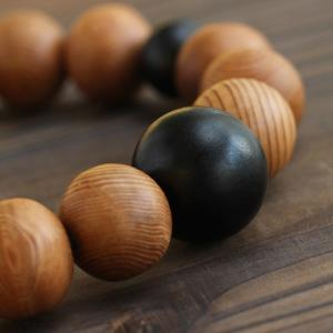 数珠ブレスレット 屋久杉 黒檀 約12×13ミリ 腕輪念珠|nenjyu