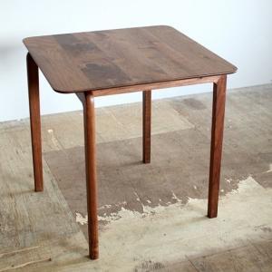 ウォールナットの正方形テーブル