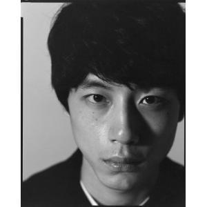 若手人気俳優、坂口健太郎の1st写真集。2017年の春、約7年間専属モデルとして在籍した男性ファッシ...