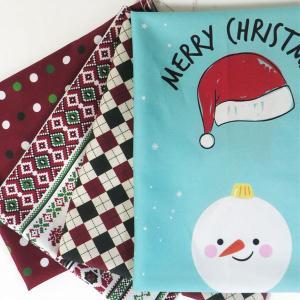 【はぎれ】クリスマスコットンはぎれ4枚(12個のオーナメントとパッチ)超お買い得|nesshome