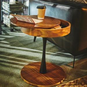 【商品について】 天板下にスペースのあるサイドテーブル 収納スペースがあることで天板上を広く使うこと...