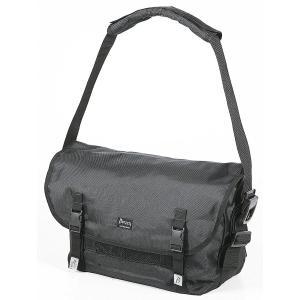 肩から吊り下げ、移動や携帯に便利な大容量のメッセンジャーバッグです PCポケット付で、A4サイズまで...