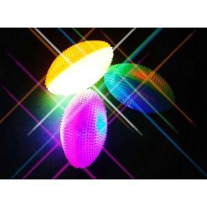 景品玩具まとめ買い・光るおもちゃのまとめ買い 光る笛付ラグビーボール(12コ入)|nichokichi
