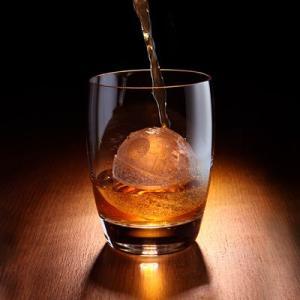 """たまには静かにグラスを傾けたい...男の""""一人酒""""を素敵に演出するアイテム"""