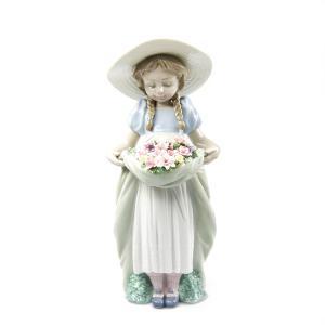 リヤドロ 人形 たくさん摘めたよ! 6756|nihonnotsurugi