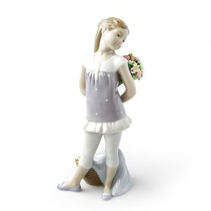 リヤドロ (LLADRO) 花束の贈り物 8632|nihonnotsurugi