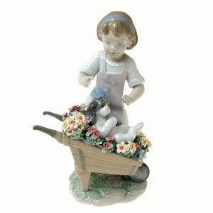 リヤドロ (LLADRO) 人形 おさんぽしようね 9133|nihonnotsurugi