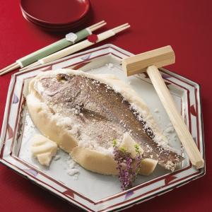 【説明文】 ほどよい塩加減と塩釜で閉じ込め、旨味が凝縮され身が引き締まった鯛。日本古来の伝統料理をご...
