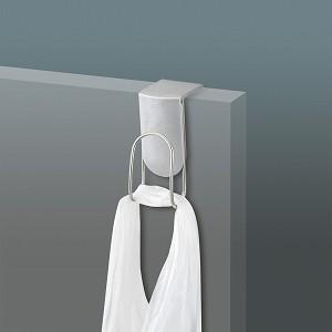 流し台や洗面所のドアに引っ掛けるだけで取り付けられる便利フックです。 扉の開閉には差し支えありません...