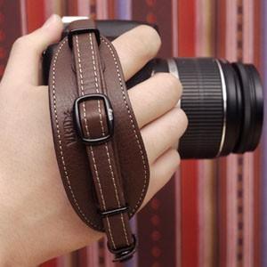 CIESTA シエスタ Leather Hand Grip おしゃれ 本革 カメラ ハンドグリップ プレート付き CSS-HG01 DARK BROWN デジタル一眼レフ用 nineselect