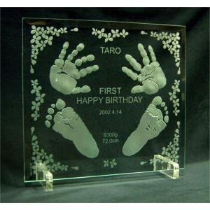 1歳記念手形足形ガラスプレート(小花)/1歳記念、誕生日祝いに赤ちゃんの手形足形をガラスプレートにエッチング/ベビーの成長記録に、内祝い、プレゼント|ninoart-glass