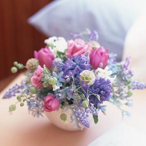 バレンタイン デー プレゼント プレゼント 人気ランキング バラ、ユリ、ガーベラなどのおまかせ花束 誕生日やお祝い商品
