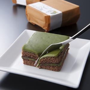 【地元西尾産の抹茶を贅沢に使用。一口食べると抹茶の香りが広がります。】地産地消を意識したお菓子づくり...