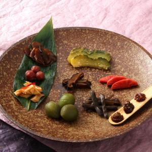 むかしなつかしいおかあちゃの味を集めたお惣菜のセットです。日本アルプスが一望できる、空気の澄んだ標高...